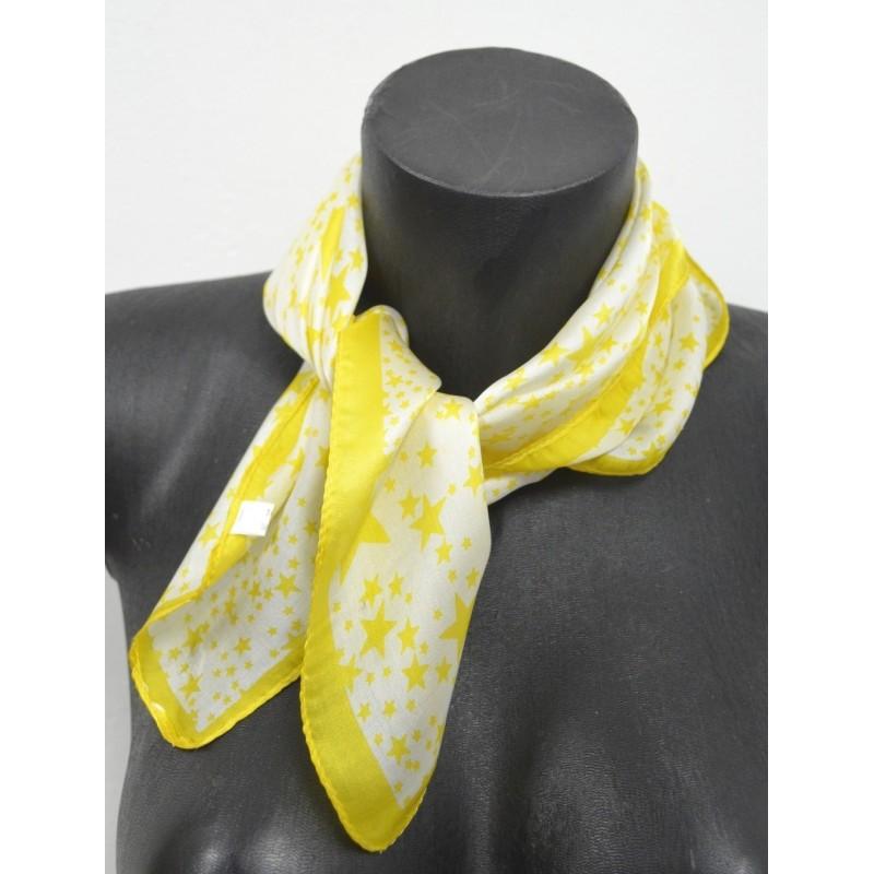 Foulard carré en soie  jaune à étoiles