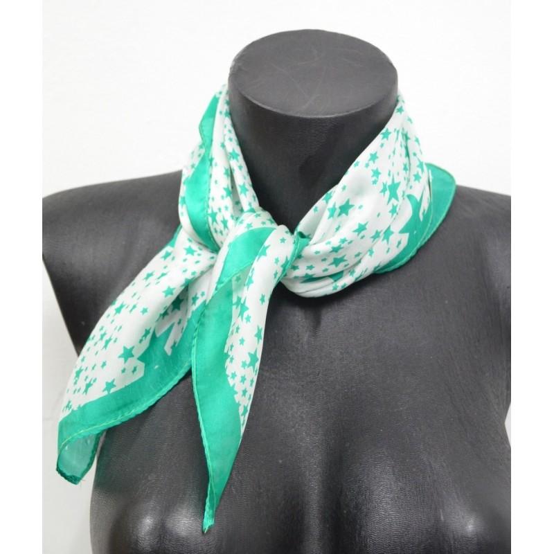 Foulard carré en soie vert à étoiles