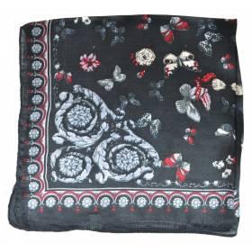 Petit carré en soie noir à papillons