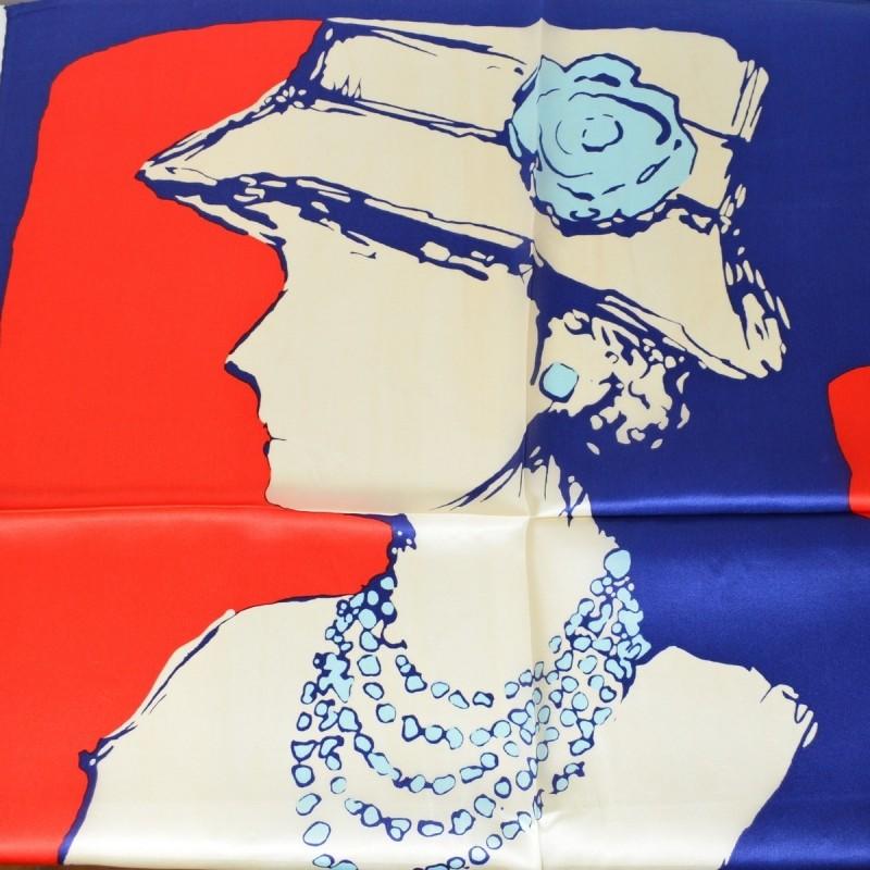 Petit carré en soie femme chapeau