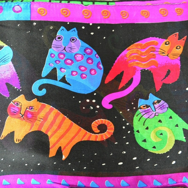 Echarpe soie naif chat fond noir