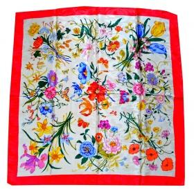 Carré soie fleurs cadre rouge