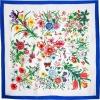 Carré soie fleurs cadre bleu