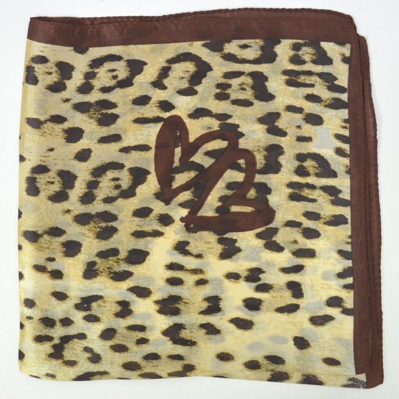 Petit carré en soie panthere et coeurs